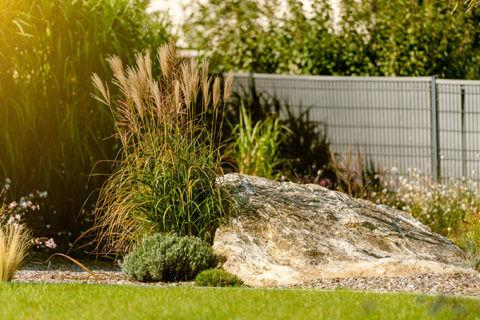 L'alliance de matières naturelles pour un jardin moderne